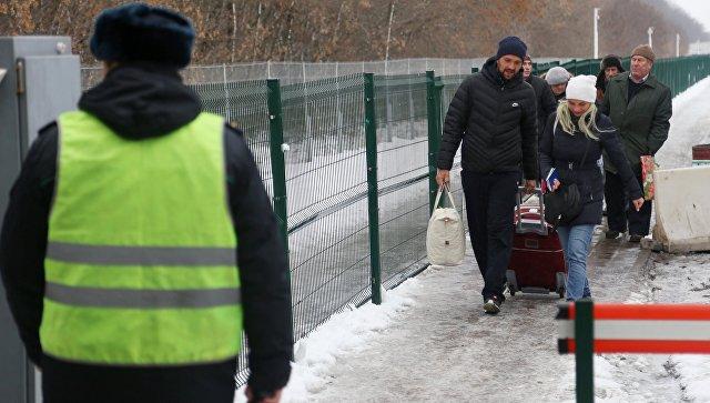 Жители России проходят биометрический контроль награнице с Украинским государством