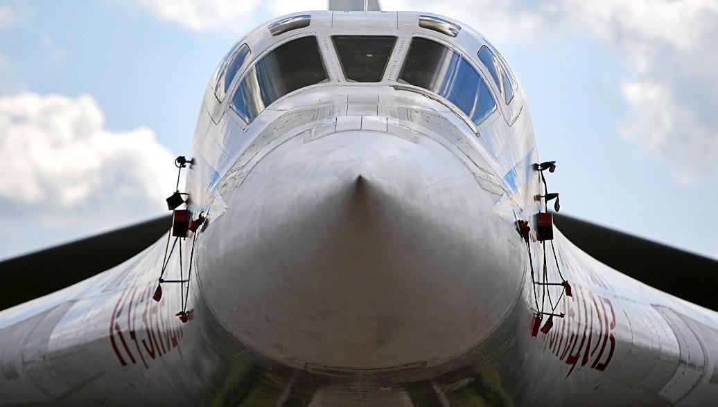 Стратегический бомбардировщик-ракетоносец Ту-160. Архив