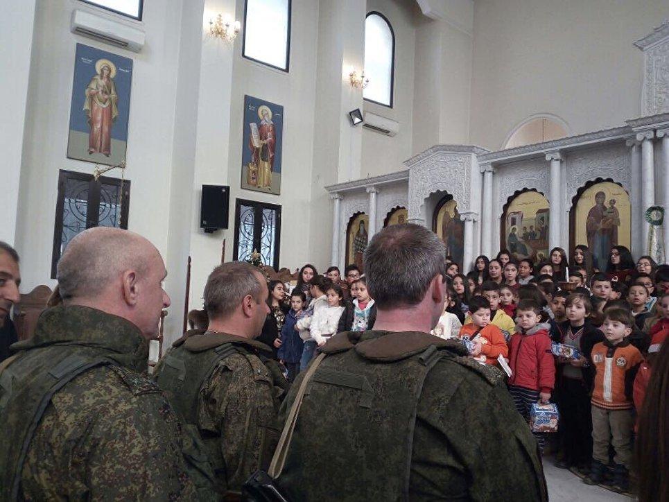 Юнармейцы Татарстана собрали новогодние подарки для детей Сирии