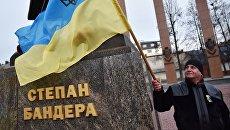 Участник марша националистов, приуроченного к 109-й годовщине со дня рождения Степана Бандеры, во Львове. 1 января 2018