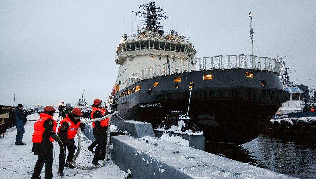 Дизель-электрический ледокол Илья Муромец на базе в Североморске. 2 января 2018
