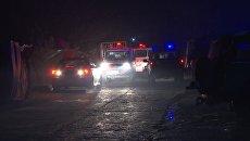 Автомобили полиции и скорой помощи на месте взрыва в Кабуле