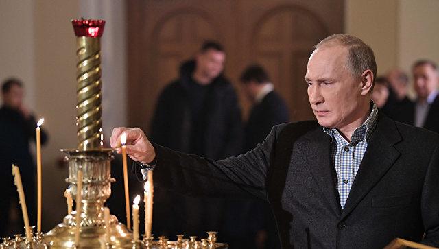 Путин посетил рождественское богослужение вСимеоновской церкви Петербурга