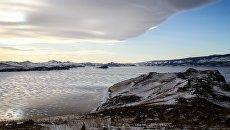 Лед на озере Байкал. Архивное фото