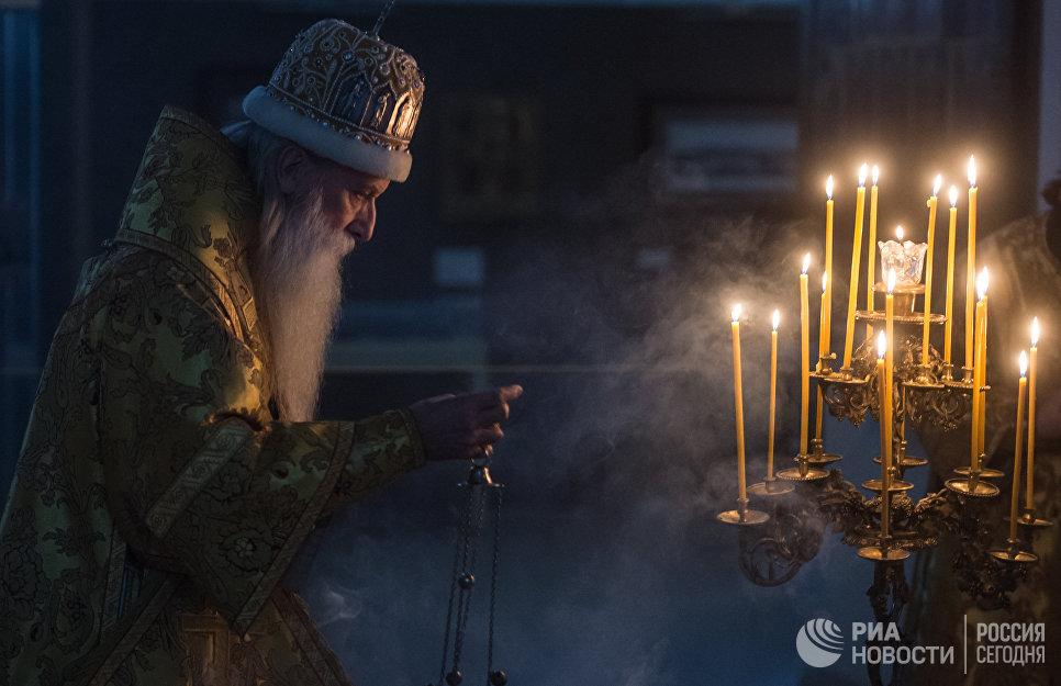 Митрополит Московский и всея Руси Корнилий во время празднования Рождества Христова в храме Рогожской старообрядческой слободы в Москве