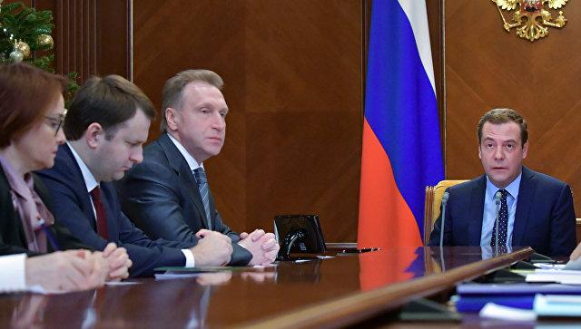 Д. Медведев : Бюджет Российской Федерации  на нынешний 2018-й  подразумевает  выполнение  всех социальных обязанностей