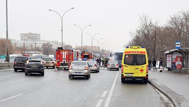Ликвидация возгорания в моторном отсеке заказного автобуса с пассажирами на Волгоградском проспекте. 14 января 2018