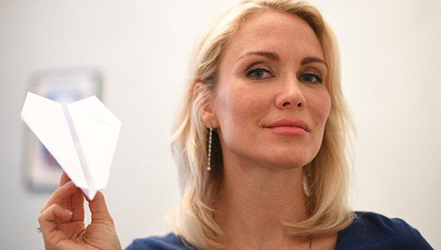 Екатерина Гордон в пункте сбора подписей в поддержку ее выдвижения на выборах в президенты России. Архивное фото