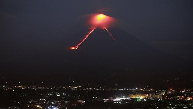 Обрушения вулканического купола на вулкане Майон на Филиппинах. 15 января 2018 года