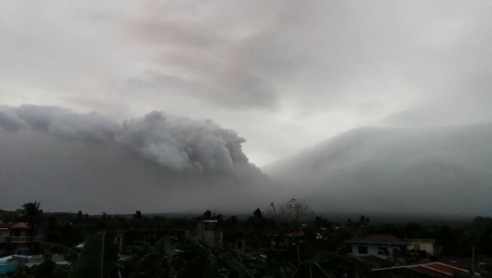 Извержение вулкана Майон на Филиппинах. 13 января 2018 года