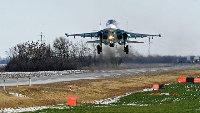 Тяжелые истребители ВКС впервые в истории совершили посадку на автотрассу