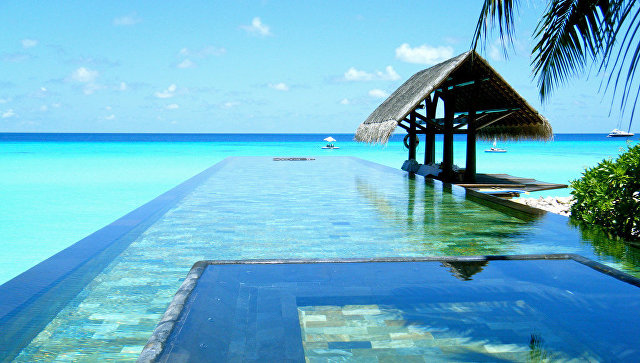 Бассейн в отеле The One and Only Reethi Rah, Мальдивы