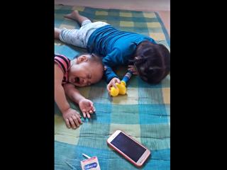 В Таиланде мама придумала необычный способ отучить детей от смартфона