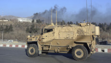 Военный автомобиль рядом с отелем Intercontinental Hotel в Кабуле. 21 января 2018