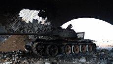 Танк в аэропорту Абу-Дхоу в провинции Идлиб, Сирия. Архивное фото