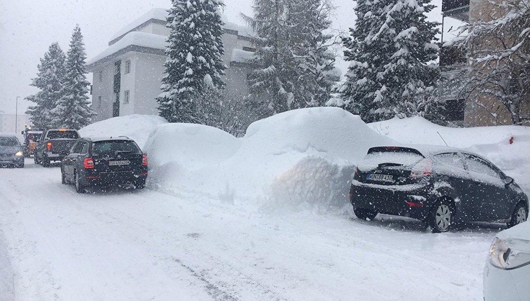 Мощный снегопад заблокировал автотрассы в Хорватии