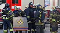 Сотрудники МЧС во время ликвидации последствий пожара. Архивное фото