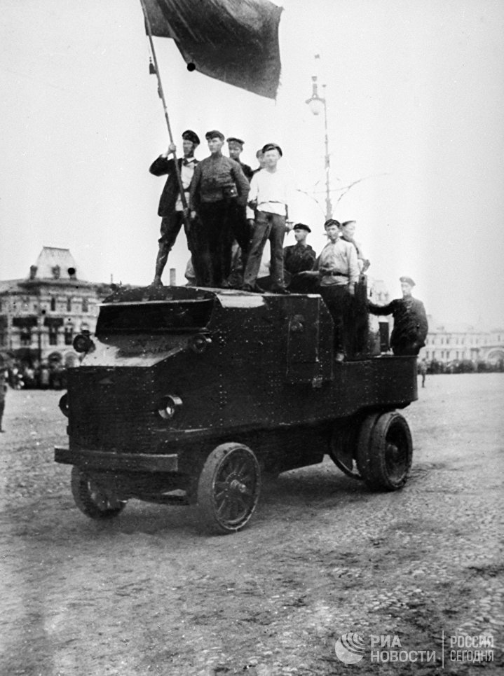 Смотр войск Всеобуча на Красной площади в Москве. 11 июля 1918