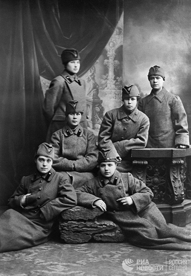 Группа женщин-курсантов Красной армии