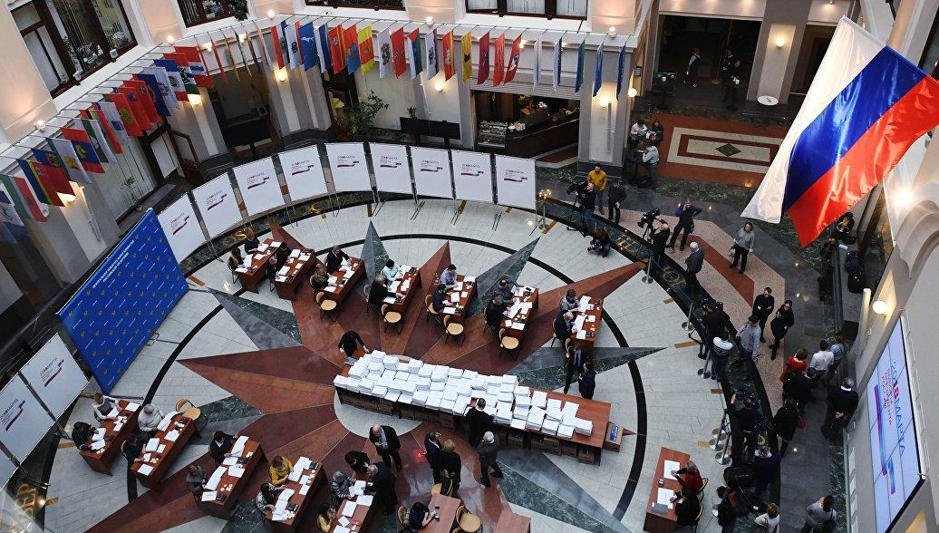 Работа Центральной избирательной комиссии. Архивное фото