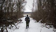 Военнослужащий в Донбассе. Архивное фото