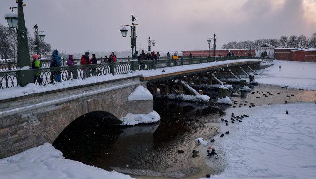 Иоанновский мост, соединяющий Петропавловскую крепость с Петроградским островом, в Санкт-Петербурге