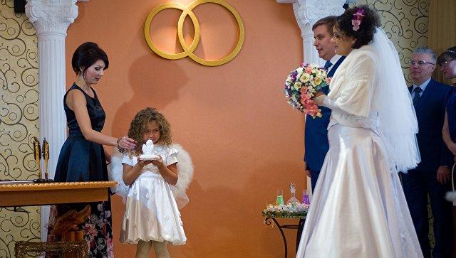 Церемония регистрации брака. Архивное фото
