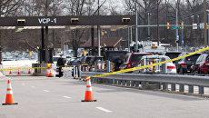 Полицейские автомобили на въезде на территорию штаб-квартиры Агентства национальной безопасности США
