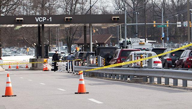 Полицейские автомобили на въезде на территорию штаб-квартиры Агентства национальной безопасности США. 14 февраля 2018