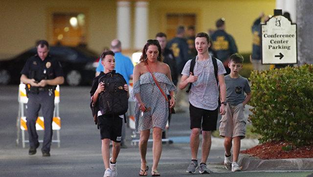 Американцы массово уничтожают оружие после стрельбы во Флориде, пишут СМИ