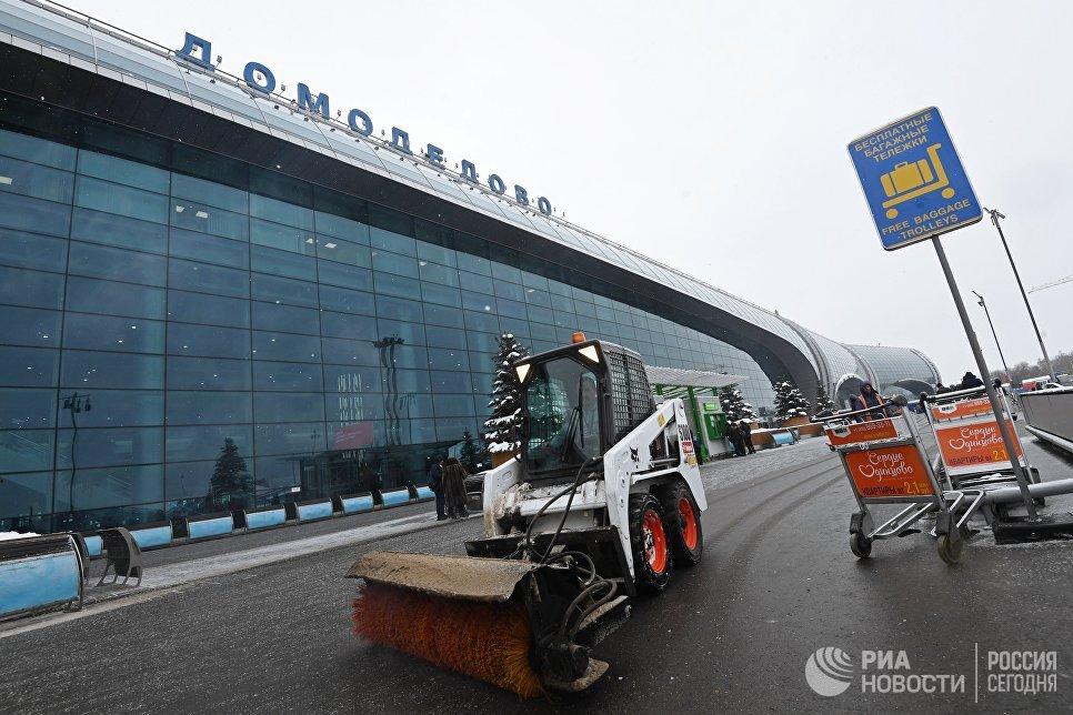 Снегоуборочная техника в аэропорту Домодедово
