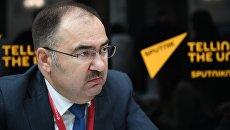 Председатель правления ПФР Антон Дроздов во время интервью на Российском инвестиционном форуме в Сочи