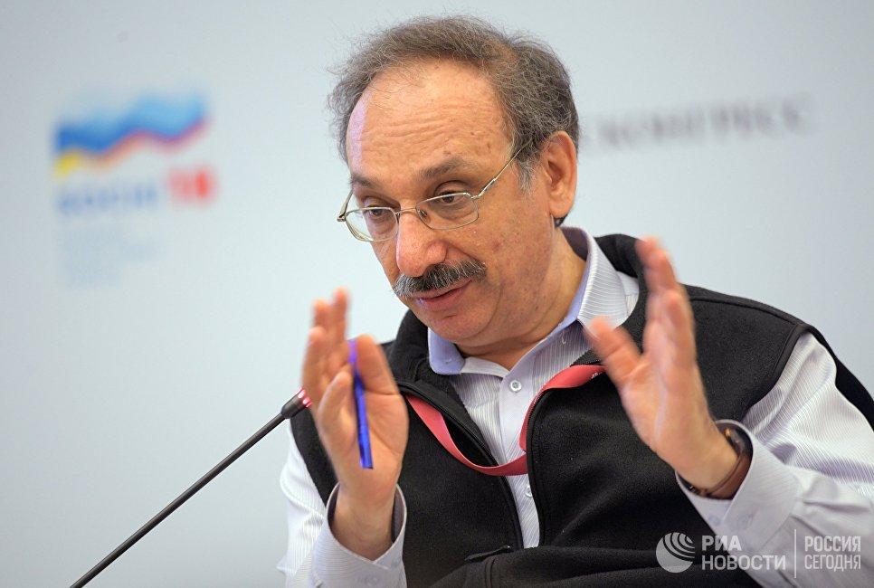 Основатель и директор компании 1С Борис Нуралиев во время сессии Создание экосистем для развития электронной коммерции: вызовы и возможности в рамках Российского инвестиционного форума в Сочи