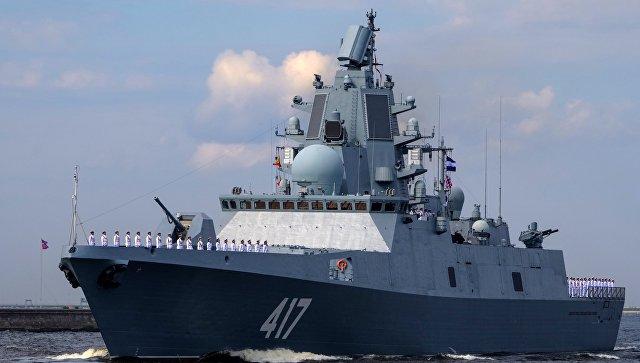 Фрегат Адмирал Горшков во время генеральной репетиции военно-морского парада ко дню ВМФ в Кронштадте