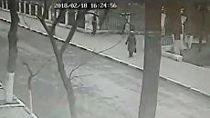 Стоп-кадр с камеры видеонаблюдения у храма в Кизляре, на который было совершено нападение 18 февраля 2018