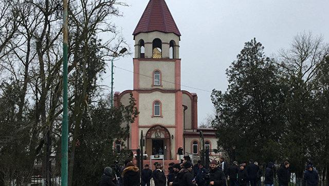 Женщин, погибших при стрельбе в Кизляре, похоронили на территории храма