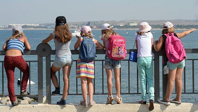 Дети на набережной в Анапе. Архивное фото