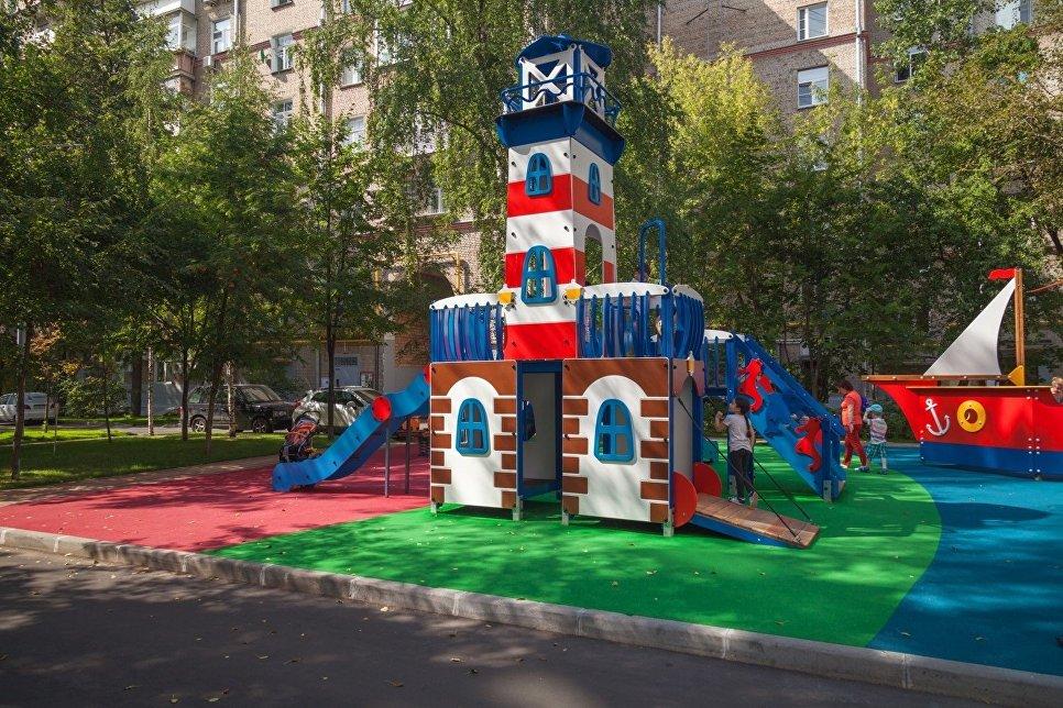 Детский городок на Комсомольском проспекте