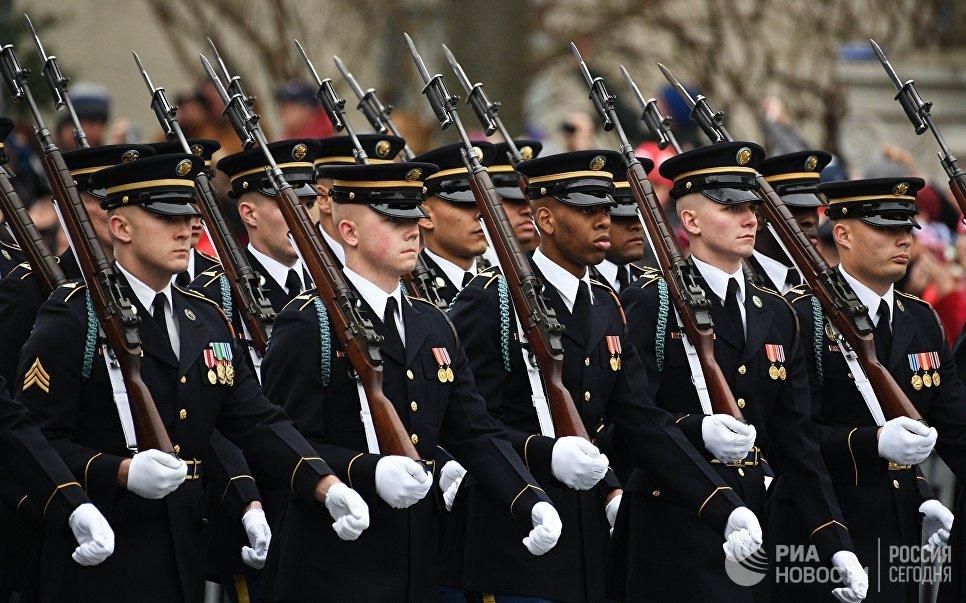Военные во время парада в США