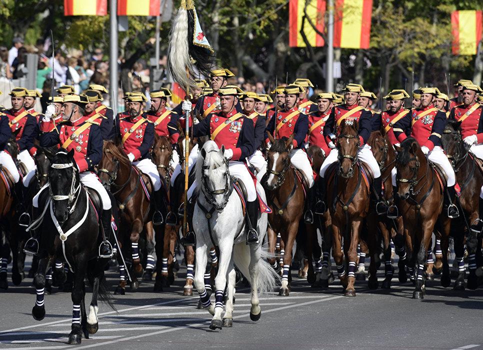 Военные во время парада в Испании