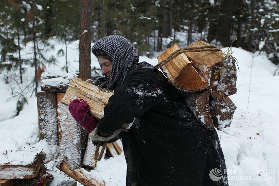Отшельница Агафья Лыкова на своей заимке, государственный природный заповедник «Хакасский».