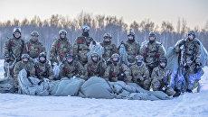 Бойцы Росгвардии на тренировке по парашютно-десантной подготовке по высадке на необорудованную площадку в незнакомой местности