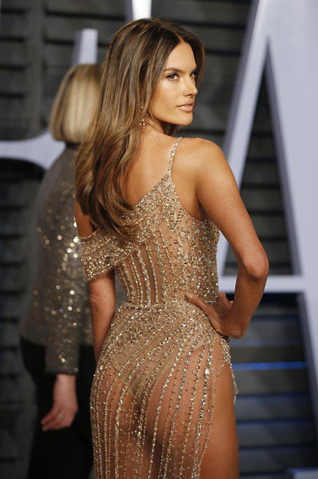 Модель Алессандра Амбросио на Vanity Fair Oscar Party. 4 марта 2018 года