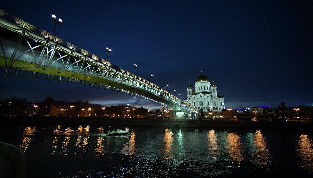 Храм Христа Спасителя и Патриарший мост через Москва-реку