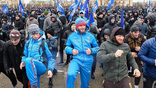 Местные жители на акции Межнациональная зарядка 180318: выбор чемпионов! в Грозном. Архивное фото