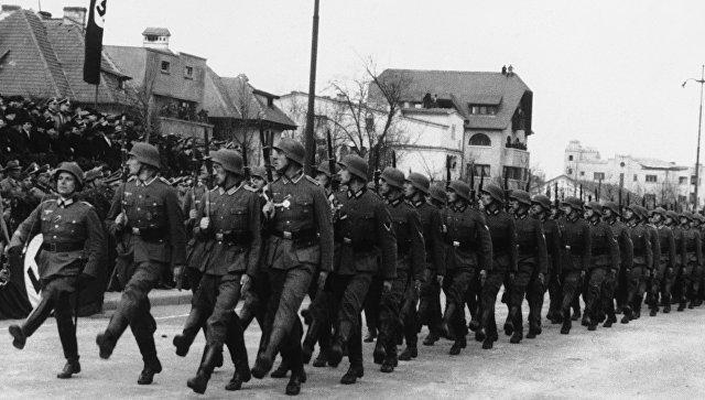 Немецкие войска маршируют по Бухаресту, Румыния. 27 декабря 1940