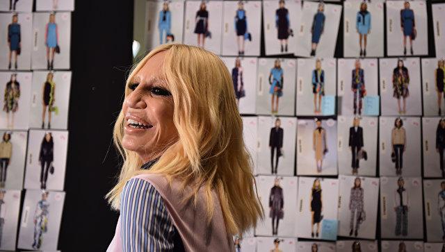 Дизайнер Донателла Версаче за кулисами перед показом для модного дома Versace