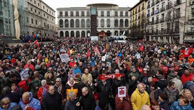 Пенсионеры во время демонстрации в Мадриде, требующие более высоких пенсий. 17 марта 2018