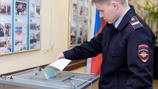 Выборы2018: перед избирателями открыли двери участки Омской области