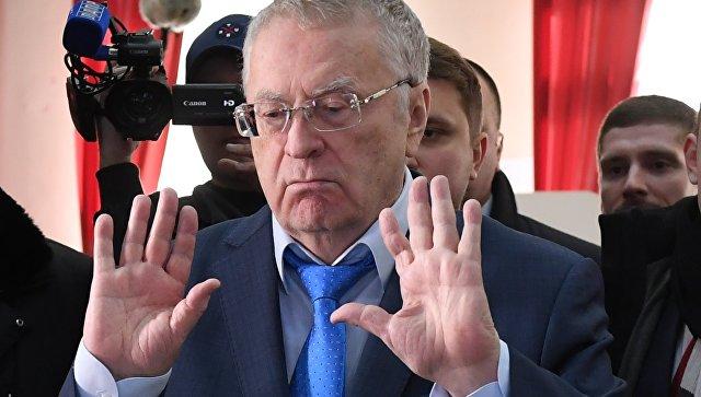 Кандидат в президенты РФ от ЛДПР Владимир Жириновский во время голосования на избирательном участке в Москве на выборах президента РФ. 18 марта 2018